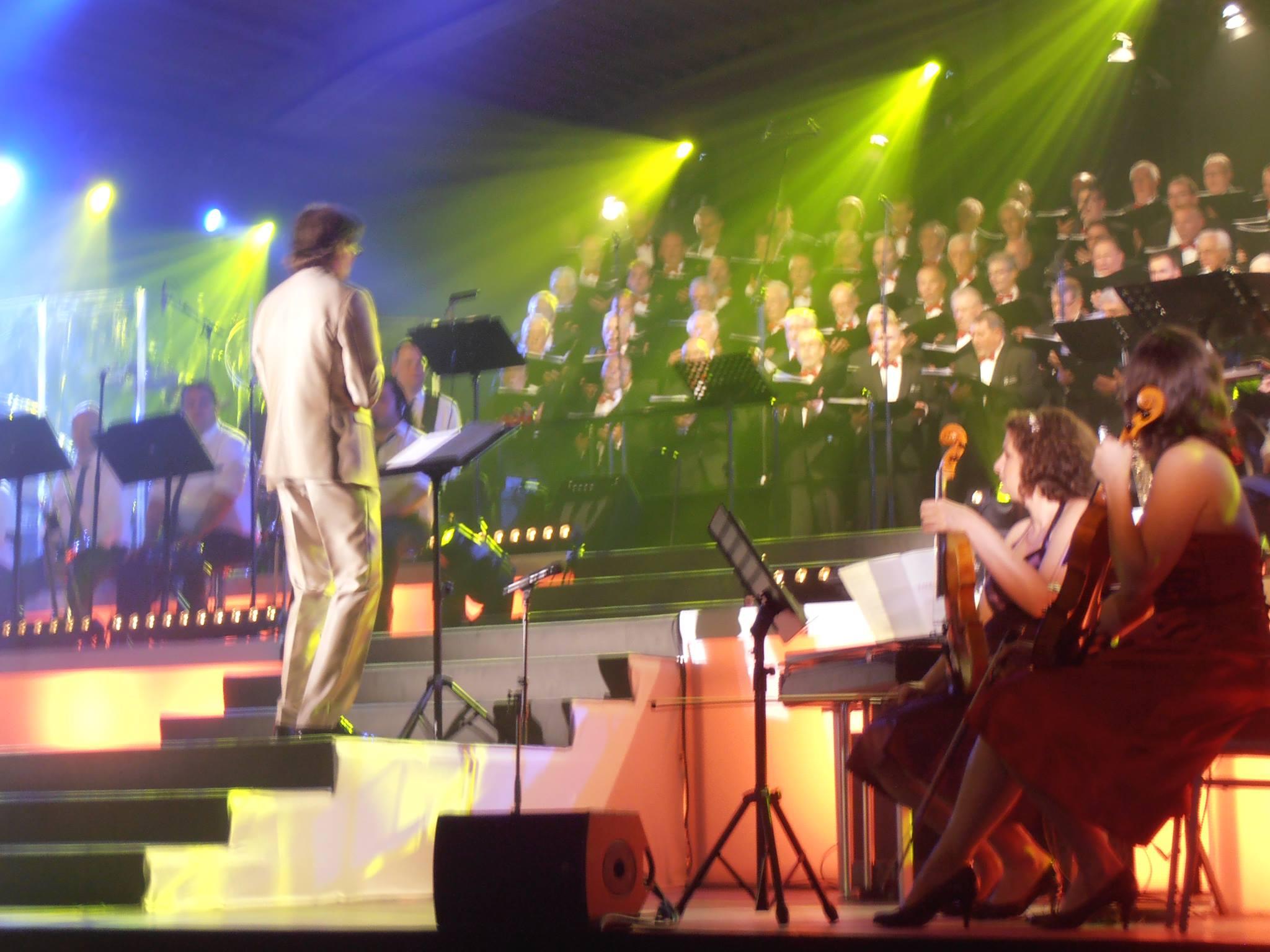 100Years100Voices: Dirigent Nick Moritz voor zijn Ettens Mannenkoor
