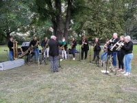 dag 2 - miniconcert van Het Saxofoonorkest in park Klampa